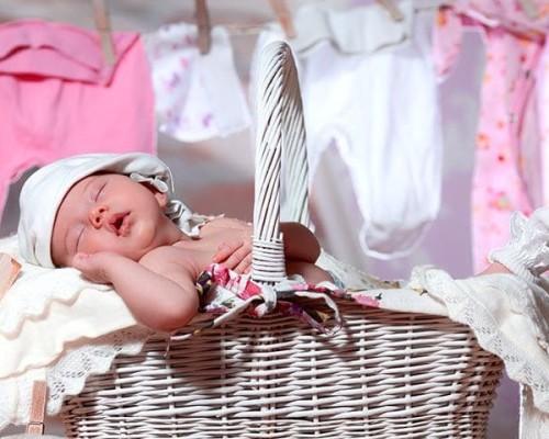 Чем и как нужно стирать вещи новорожденного малыша