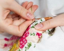 Как нужно постирать вышивку крестом на канве, чтобы не испортить