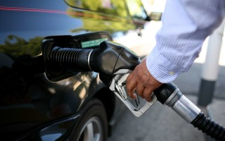 Устранение резкого запаха бензина с рук и одежды