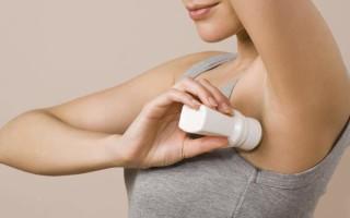 Как и чем можно отстирать пятна на одежде от дезодоранта подмышками