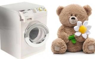 Как правильно постирать мягкие игрушки в домашних условиях: вручную или в машинке?