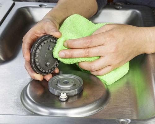 Способы очистки форсунок и конфорок на газовой плите