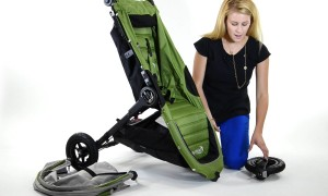 Как стирать детскую коляску в домашних условиях