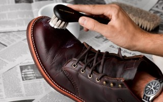 Как почистить изнутри и снаружи кожаную обувь