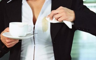Как можно быстро вывести чайные пятна с любой ткани