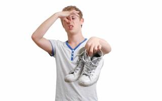 Чем убрать неприятный запах из кроссовок