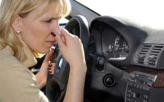Как избавиться от различных запахов в салоне машины