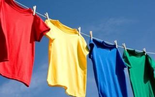 Как правильно стирать футболку от пятен и грязи