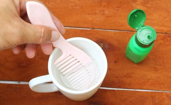 Как почистить расческу перекисью