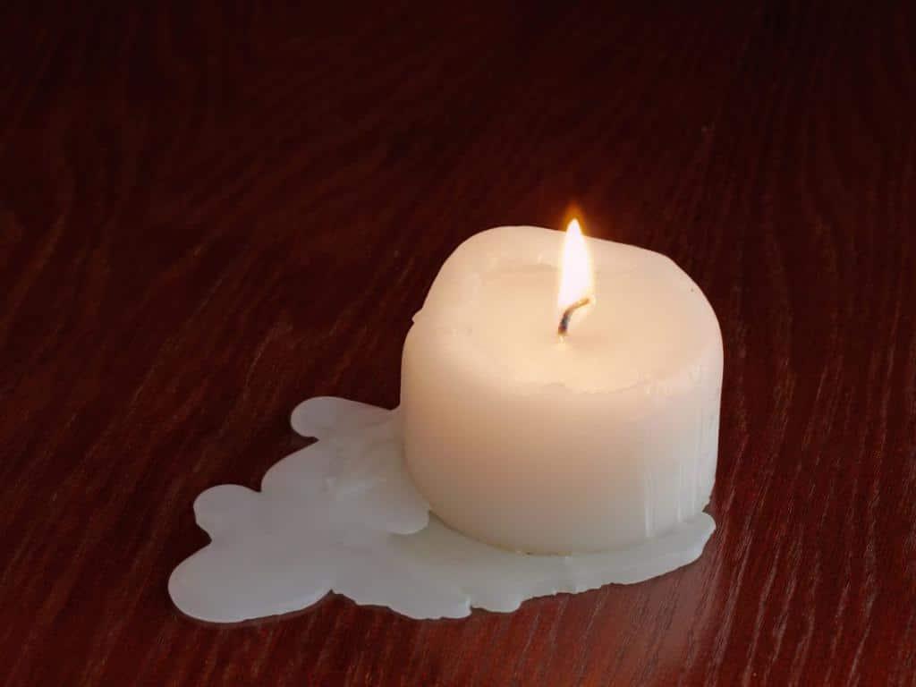 Как очистить воск от свечи с одежды и других поверхностей