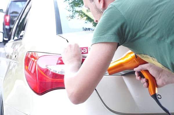 Как удалить наклейку с машины