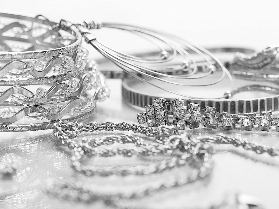Как почистить серебряную цепочку