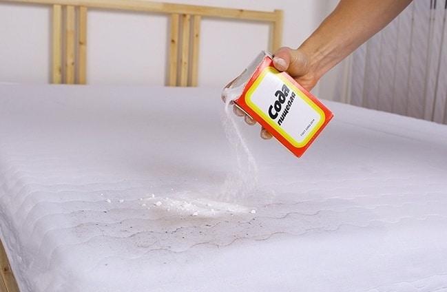 Чистка матраса содой