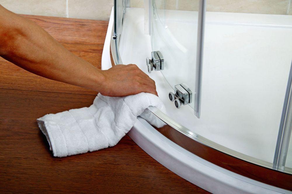 Чем отмыть душевую кабину от известкового налета в домашних условиях