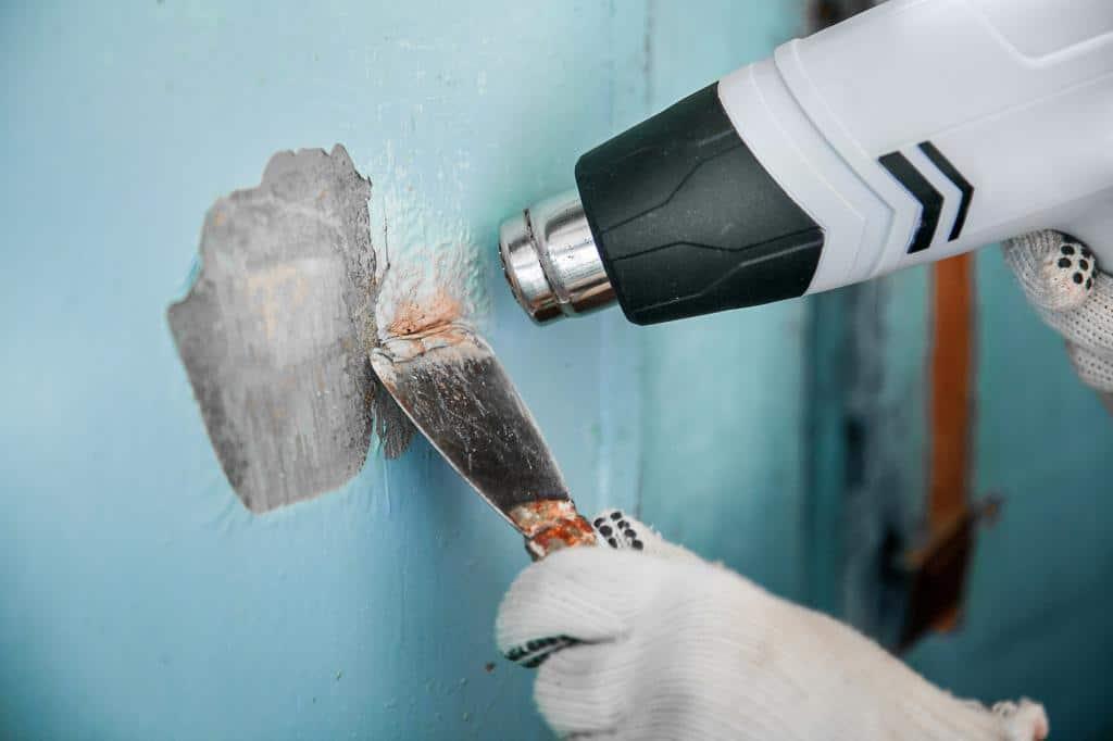 Как оттереть водоэмульсионную краску со стены