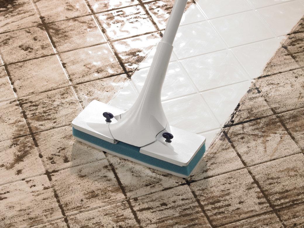 Чем отмыть плитку на полу от въевшейся грязи