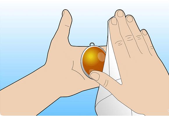 Как почистить янтарь от запыленности