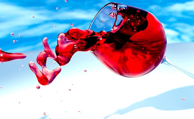 Пятна от красного вина на цветной одежде