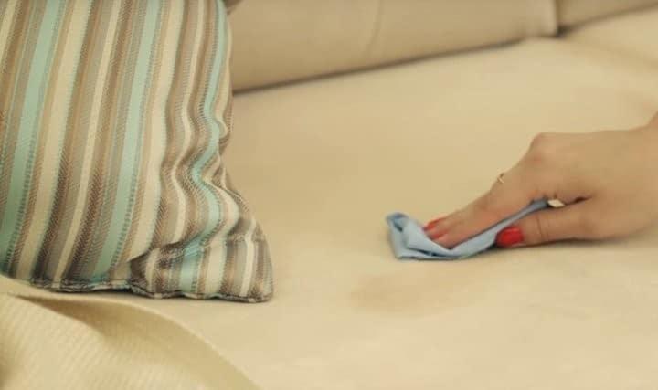 Пятно на мягкой мебели