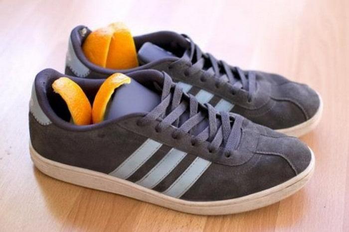 Как избавиться от запаха в кроссовках цедрой