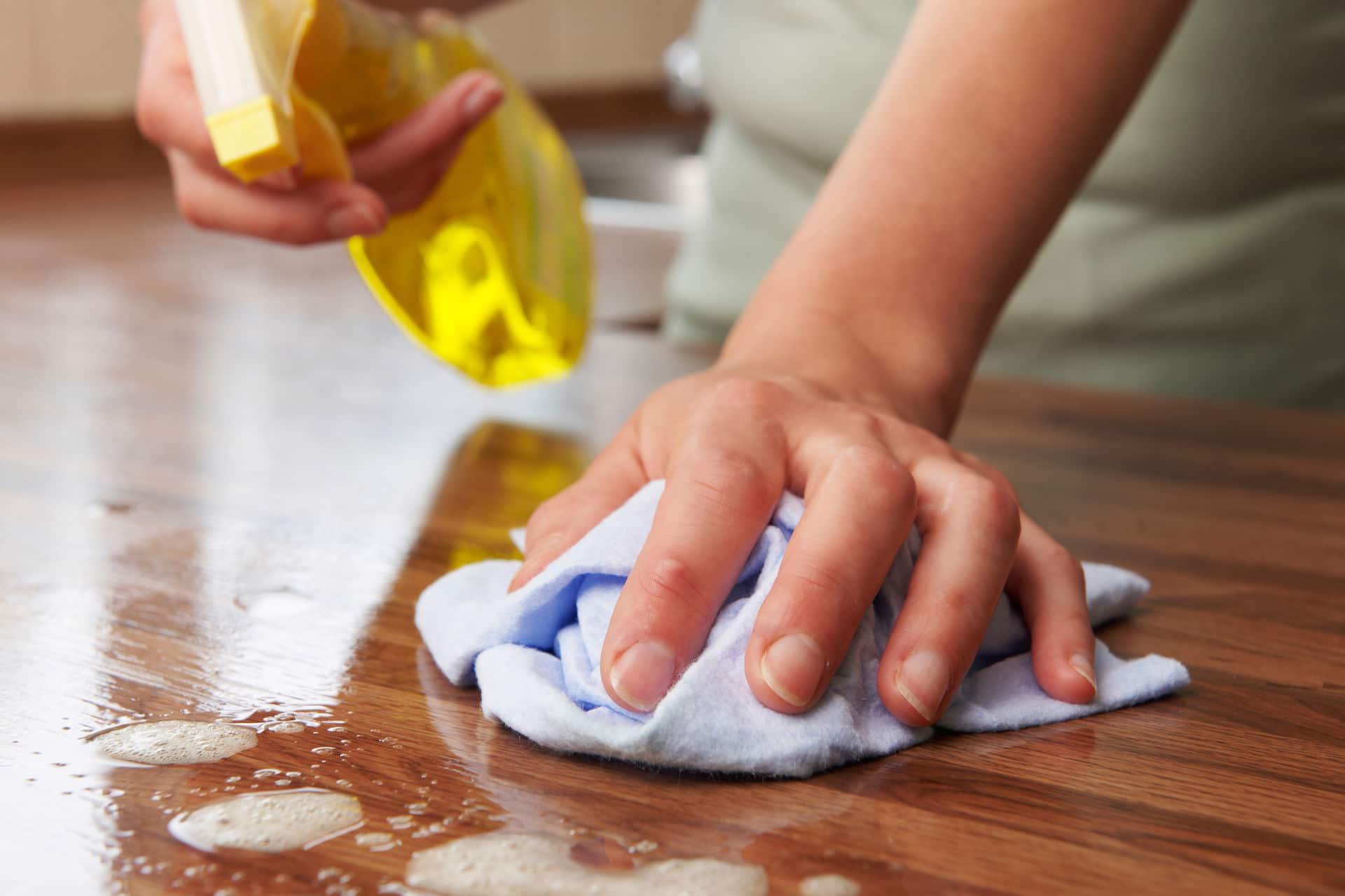 Как почистить полированную мебель в домашних условиях
