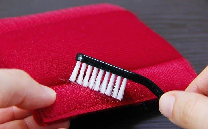 Применение зубной щетки для очистки