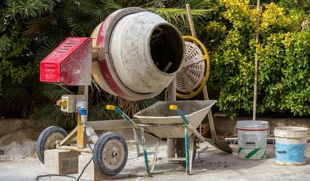 Очистка бетономешалки от цемента