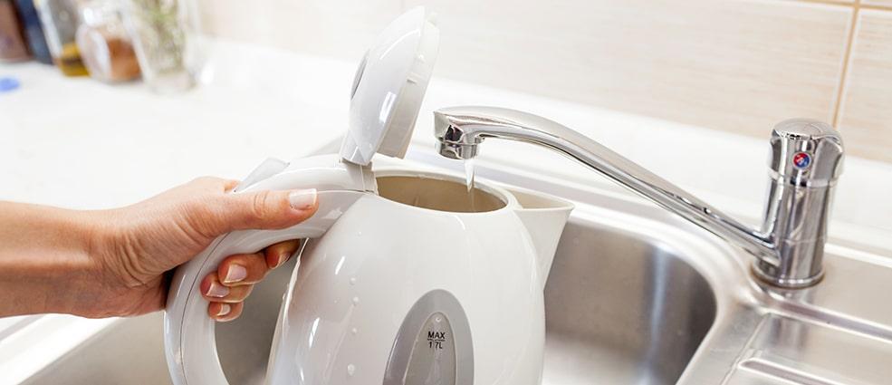 Пластмассовый чайник
